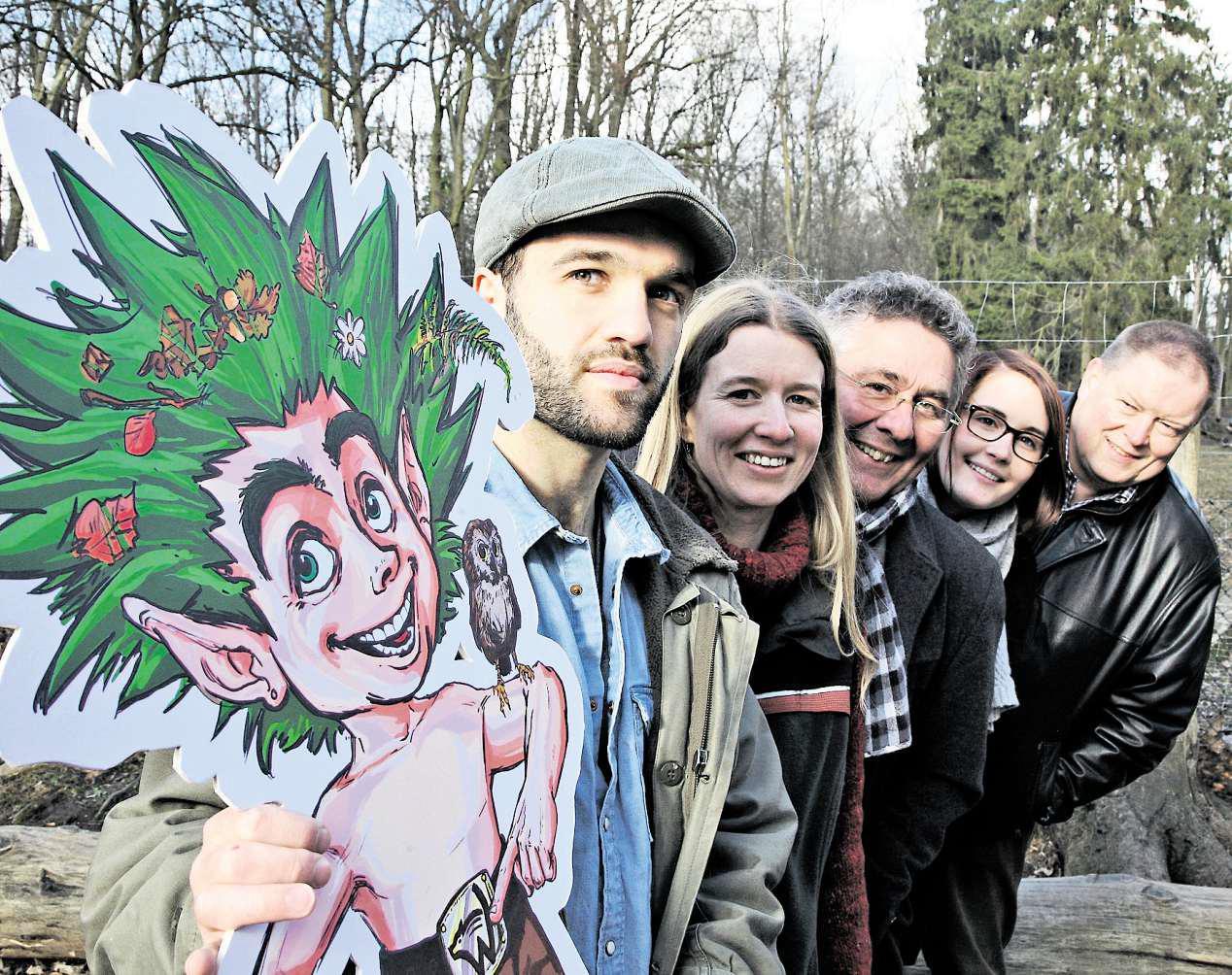 Vitali Schreiber (von links) hat den Kobold geschaffen. Eine gelungene Arbeit, finden auch Simone Flohr, Hans-Uwe Bringmann, Jaqueline Plinski und Alois-Ernst Ehbrecht.