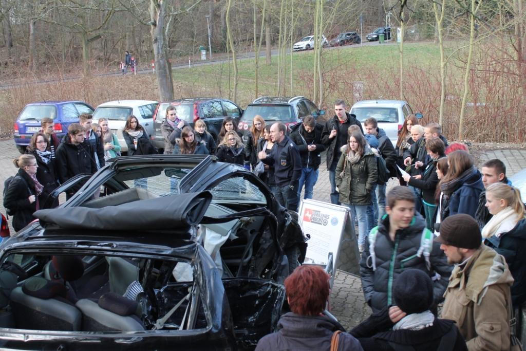 Verkehrswacht zeigt den Schülern die Folgen eines Unfalls