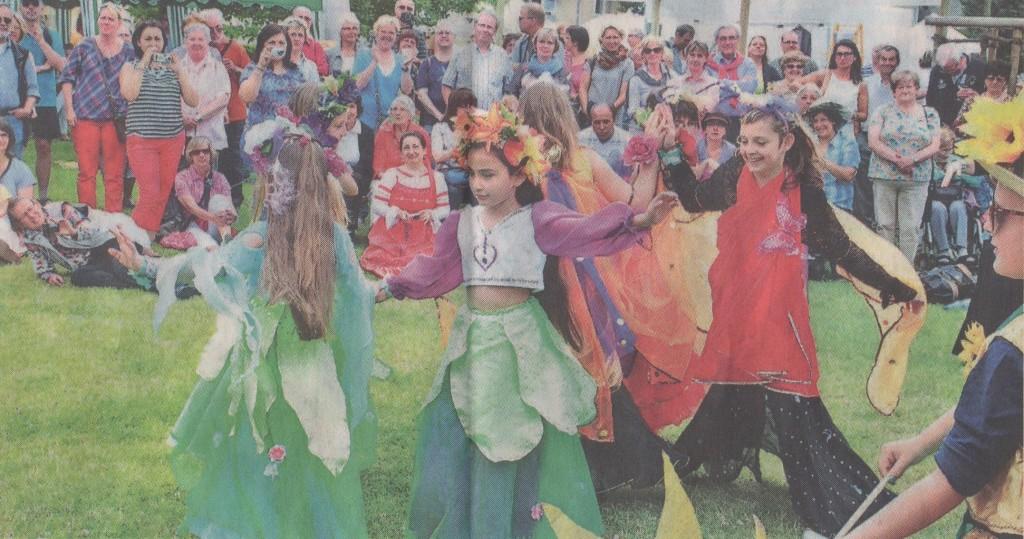 Magdalenenfest mit internationalem Akzent: Das Tanzstudio Bahia zeigte eine Tanzeinlage der Kindergruppe Habibis mit einem orientalischen Blumen- und Schmetterlingstanz.