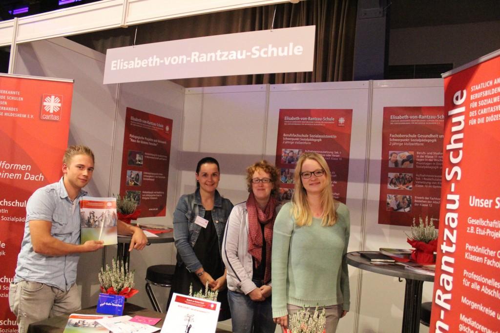 Sven Keiluhn, Sabrina Schernat-Menzel, Nadine Schreter und Julia Wegner für unsere Schule im Einsatz