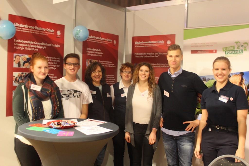 Schüler und Lehrkräfte der Elisabeth-von-Rantzau-Schule