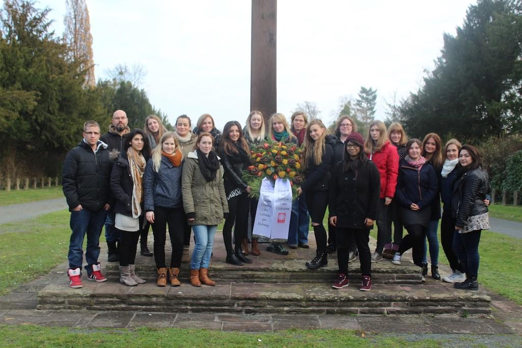 Schüler gedenken am Hochkreuz