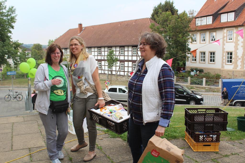 Roswitha und Irmgard Abel mit Mitarbeiterin des Guten Hirten
